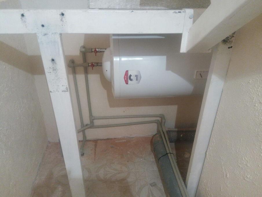 Установка бойлера, проводка труб воды