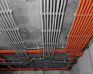 Монтаж проводов воздушного типа фото
