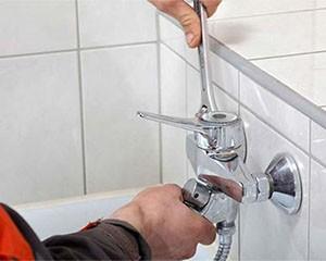 Установка смесителя в ванной фото